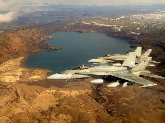 635785256963547521-canada-CF18s-canfor