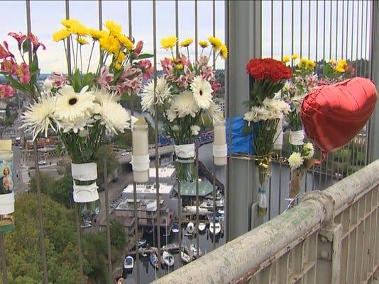 635788248023562930-bridge-flowers