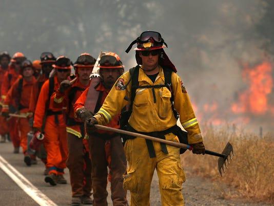 635802338233807123-inmates-firefighting
