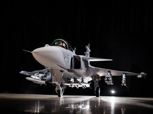 Colombia - Saab 39 Grippen ( caza polivalente ligero, monomotor Suecia  ) - Página 6 635991659166822832-gripenerollout