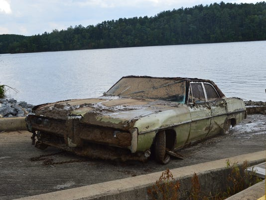 635731742090131342-pontiac-pulled-from-lake