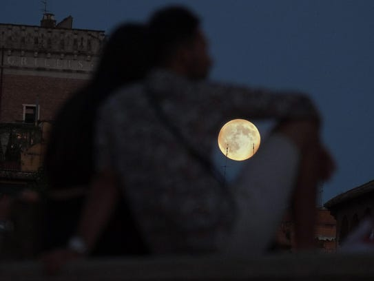 EPA_epaselect_ITALY_ROME_FULL_MOON