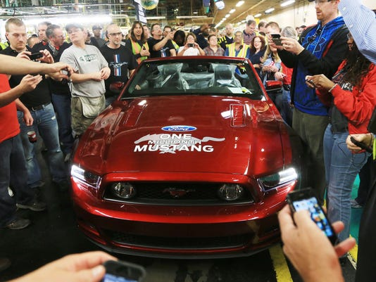 636692807055177758-Ford-Mustang-010.jpg