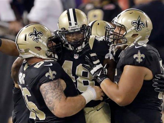 New Orleans Saints running back Marcus Murphy, center,