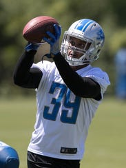 Lions rookie cornerback Jamal Agnew catches balls after