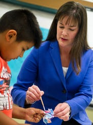 Tennessee Education Commissioner Candice McQueen helps