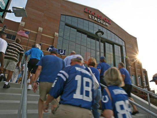 Fans head toward the stadium before Buffalo Bills at
