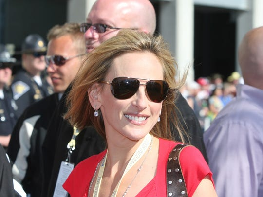 Marlee Matlin walks the red carpet before the 2008 Indianapolis 500.