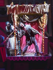 "Mateus Cardoso rehearses for his role as ""Quasimodo"""