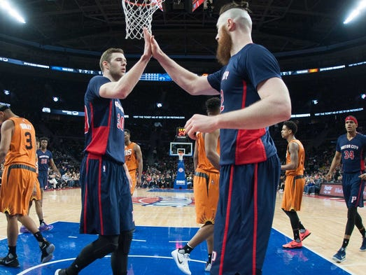 Pistons forward Jon Leuer (30) high fives center Aron