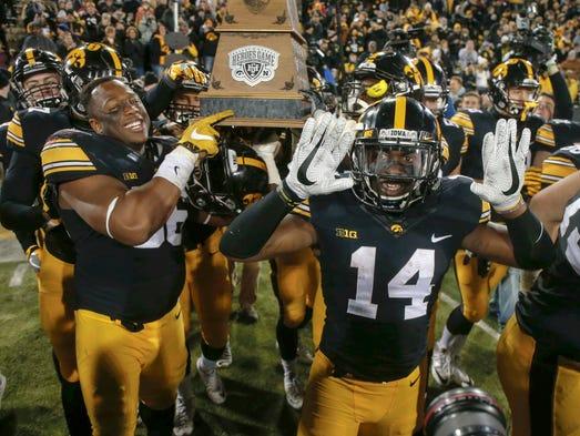 Iowa senior cornerback Desmond King (No. 14) and the