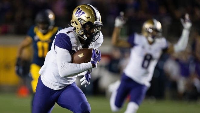 Washington Huskies wide receiver John Ross (1) runs for a touchdown as wide receiver Dante Pettis (8) celebrates behind him during the first quarter against the California Golden Bears at Memorial Stadium.
