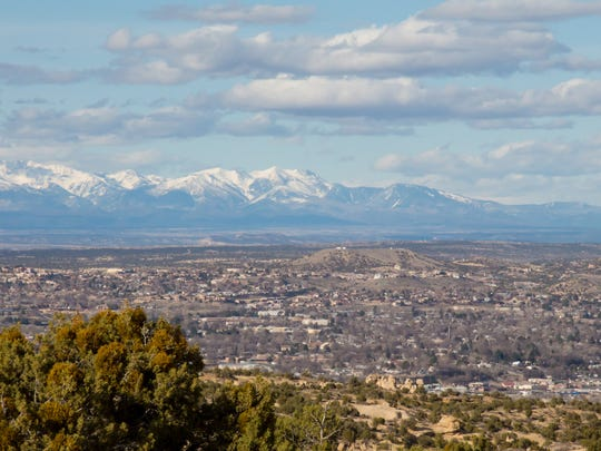 32. Farmington, NM     • Population decrease due to migration, 2010-2017:  -9,633     • Population change, 2010-2017:  -2.4% (130,045 to 126,926)     • Natural growth, 2010-2017:  13,381 births, 6,949 deaths     • Median home value:  $153,100