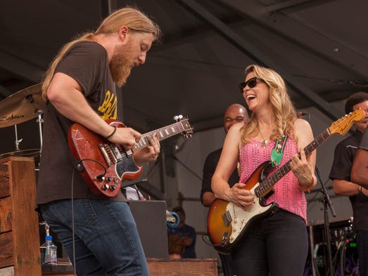 Derek Trucks and Susan Tedeschi perform with Tedeschi
