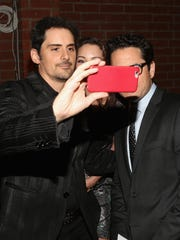 Brad Paisley tries to avoid selfies but when he met J.J. Abrams, he couldn't resist.