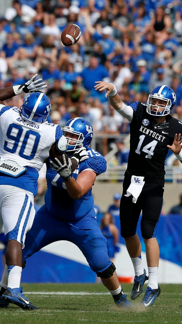 Kentucky Wildcats quarterback Patrick Towles (14) threw to an open receiver during the first half the annual Blue White spring football game at Commonwealth Stadium in Lexington, Ky. April 26, 2014