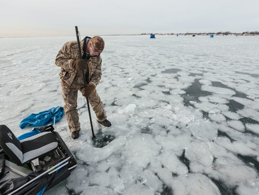 636500749380118541-122817-ice-fishing-rg-04.JPG