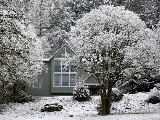 Snow blankets parts of south Salem on the morning of