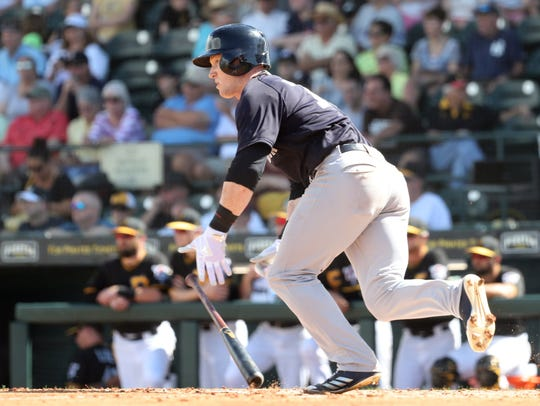 New York Yankees left fielder Clint Frazier (77) singles