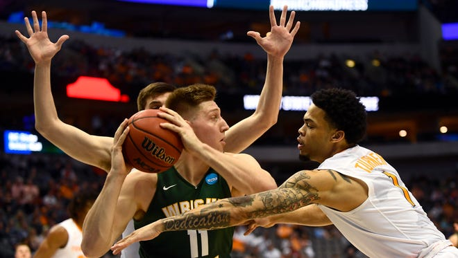 Tennessee guard Lamonte Turner (1) defends Wright State center Loudon Love (11) on Thursday.