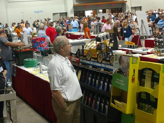 Hardware Distribution Warehouses, Inc. reports record attendance and sales during the recent fall market in Shreveport.