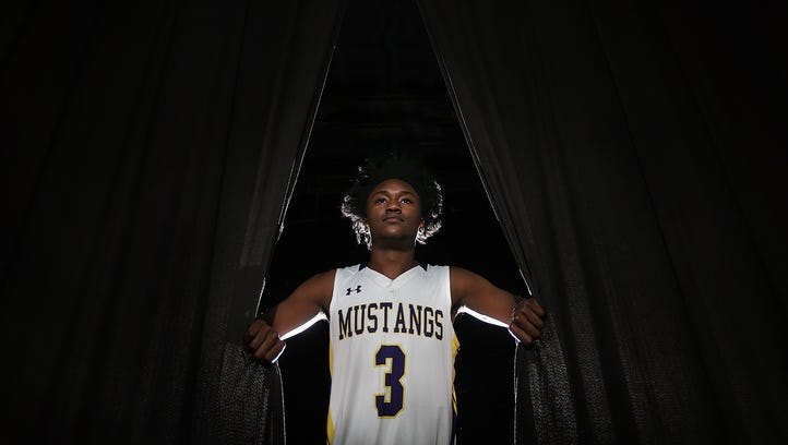 El Paso Times' 2018 All-City Boys Basketball Player of the Year is Jawaun Newton of Burges