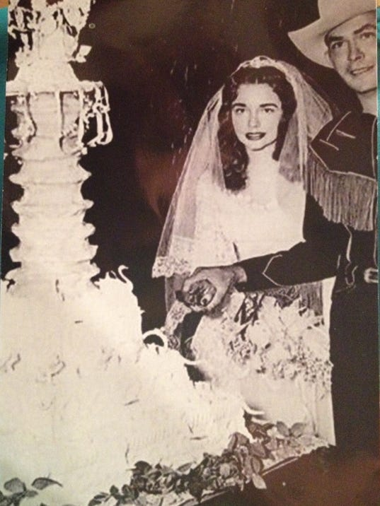 la baker recreates hank williams wedding cake for film