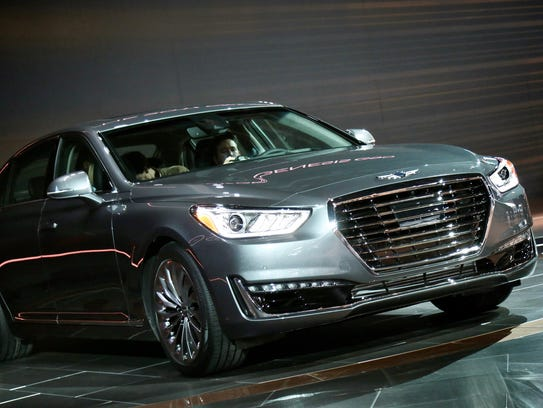 Hyundai unveiled the 2017 Genesis G90 during the 2016