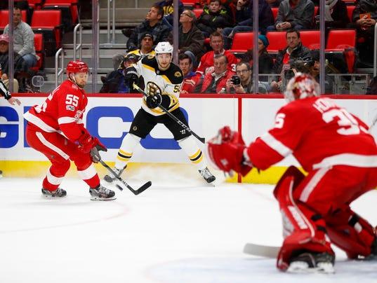 636488001098557108-AP-Bruins-Red-Wings-Hockey-M-2-.jpg