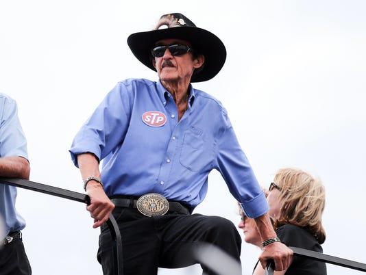 NASCAR: Irwin Tools Night Race-Qualifying