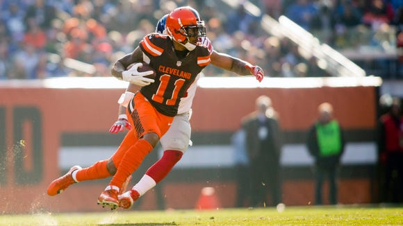 Nov 27, 2016; Cleveland, OH, USA; Cleveland Browns wide receiver Terrelle Pryor (11) runs the ball after a reception during the second quarter against the New York Giants at FirstEnergy Stadium. The Giants won 27-13. Mandatory Credit: Scott R. Galvin-USA TODAY Sports ORG XMIT: USATSI-268560 ORIG FILE ID: 20161127_szo_bg7_171.JPG