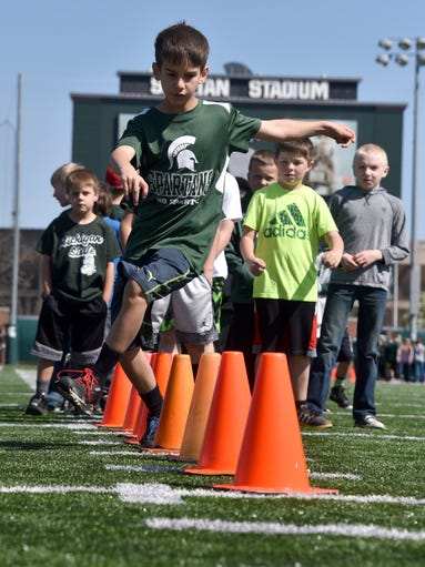 Bradyn Campbell of Grand Rapids runs around the cones