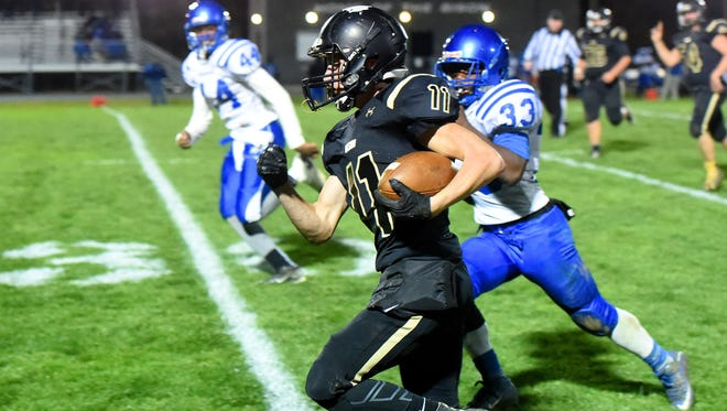 Buffalo Gap's Josh Reed runs the football on a breakaway during a football game played in Swoope on Oct. 27, 2016.