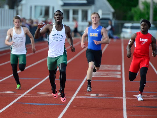 Oak Harbor's Isaiah Jefferson competes in the boys