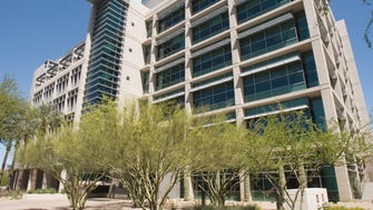 Billionaire doctor and entrepreneur Patrick Soon-Shiong has withdrawn his bid to buy the TGen building in downtown Phoenix from the city.