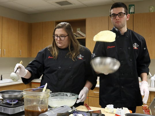 Pewaukee Students prepare for cooking competition