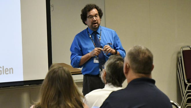 Robert Gröeber, VUSD assistant superintendent, moderates the second boundary committee meeting for VUSD's new elementary school on Wednesday, May 24, 2018.