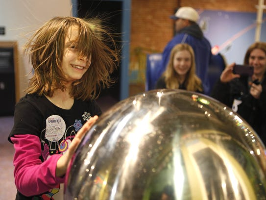 Discovery Center hosts Noon Year's Eve: Science of