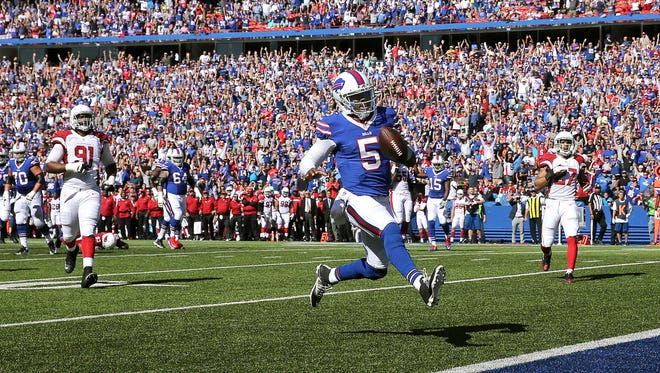 Bills quarterback Tyrod Taylor high steps into the end zone for a 20 yard touchdown scramble.