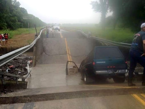 The FM 118 bridge over South Sulphur River collapsed
