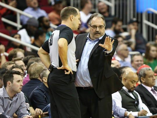 Pistons coach Stan Van Gundy talks with an official