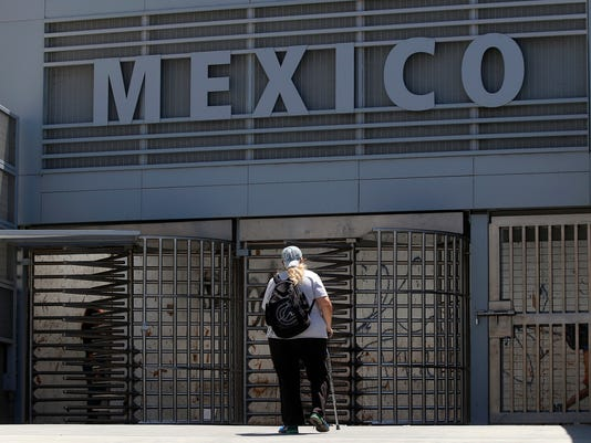 AP APTOPIX MEXICO CHECKS FOREIGNERS A USA CA