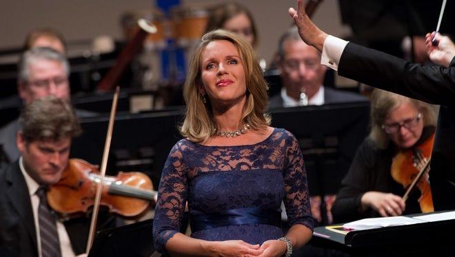 Sarah Coburn performing with Cincinnati Chamber Orchestra