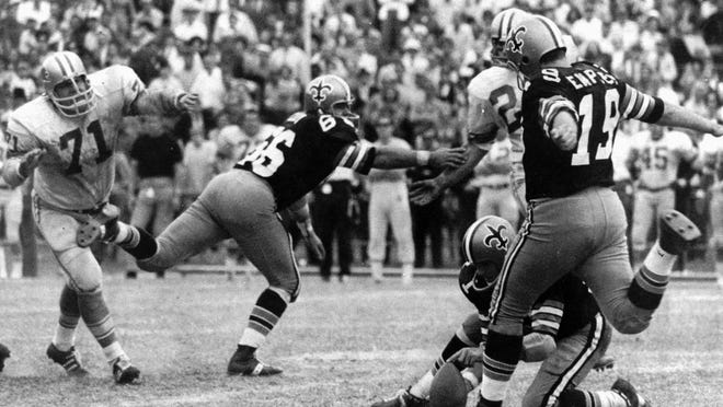 Tom Dempsey's 63-yard field goal, seen here in 1979, held as the NFL record for 43 years. The former Saints kicker passed away late Saturday at the age of 73 while struggling with complications from the coronavirus.