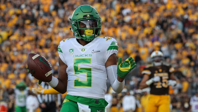 Oregon Ducks wide receiver Taj Griffin (5) scores a touchdown against the Wyoming Cowboys during the second quarter at War Memorial Stadium.
