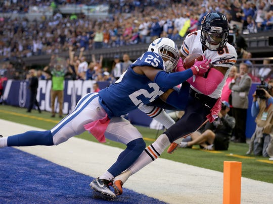 Chicago Bears wide receiver Cameron Meredith (81) catches a touchdown behind Indianapolis Colts cornerback Patrick Robinson (25)    October 9, 2016,