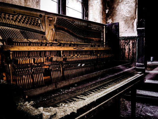 The piano keys decaying to dust caught the eye of student