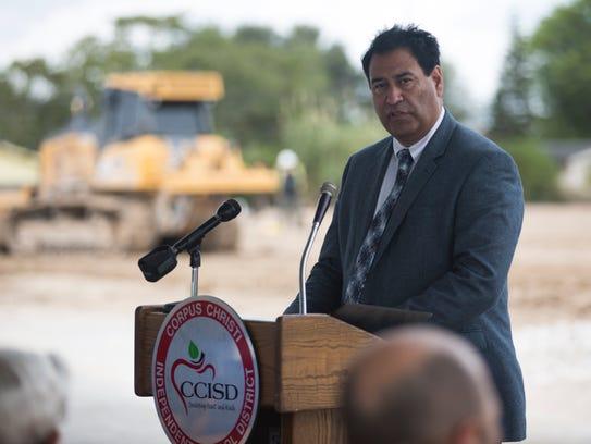 CCISD Superintendent Roland Hernandez speaks to community