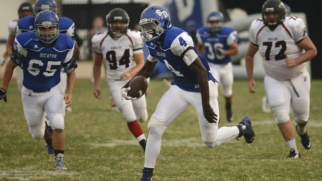 Stephen Decatur's Tyree Henry, center, runs a punt back for a touchdown during play at Decatur in Berlin Friday evening.