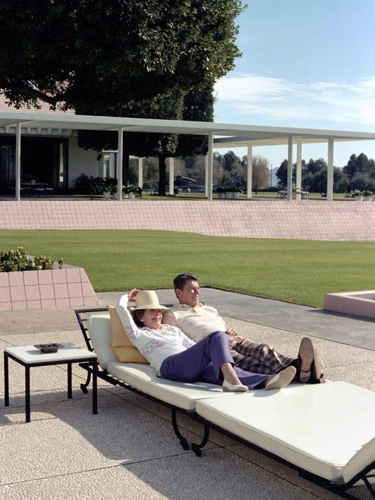 636428070494161379-Ronald-and-Nancy-Reagan-relax-at-Sunnylands.-.jpg